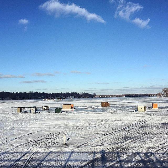 A drastic change in scenery. #afternoonrun  #frozenlake #minnesota #lakeminnetonka #midwest #usa #icehouse #selfportrait