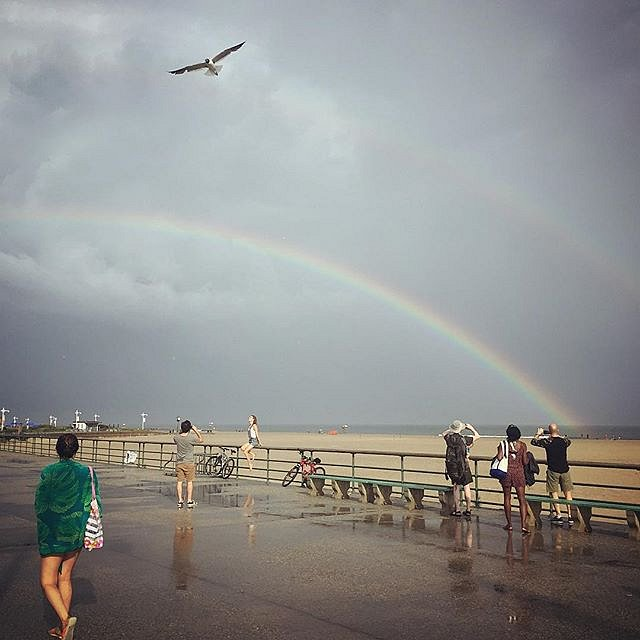 After the rain. #yesterday #newyork #beach #jacobriisbeach #rainbow #friends