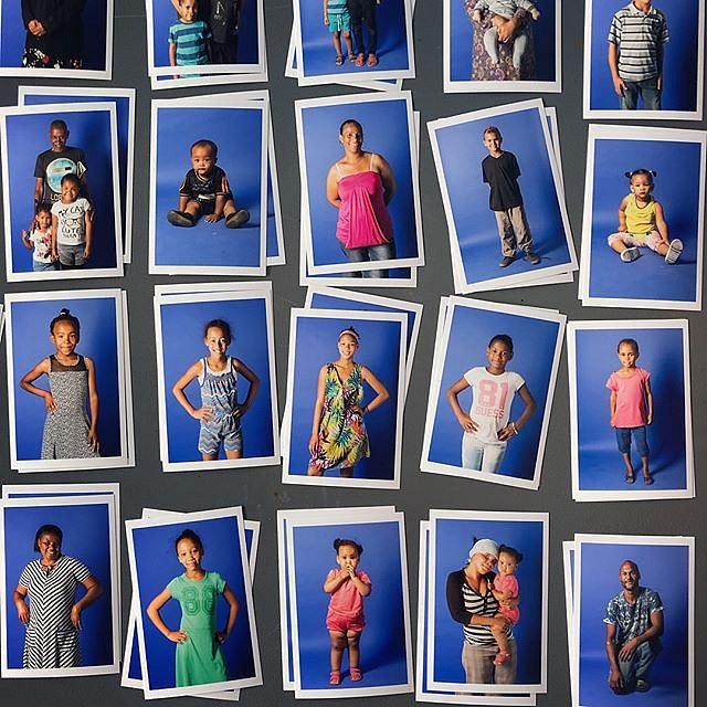 About 400 people showed up for the second portrait session. Stay tuned for pics from the youth photo workshop. #manenberg #lovefrommanenberg #capetown #southafrica #africa #forcedgeographies